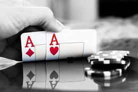 """Come giocare correttamente """"AA"""" in una mano di poker"""